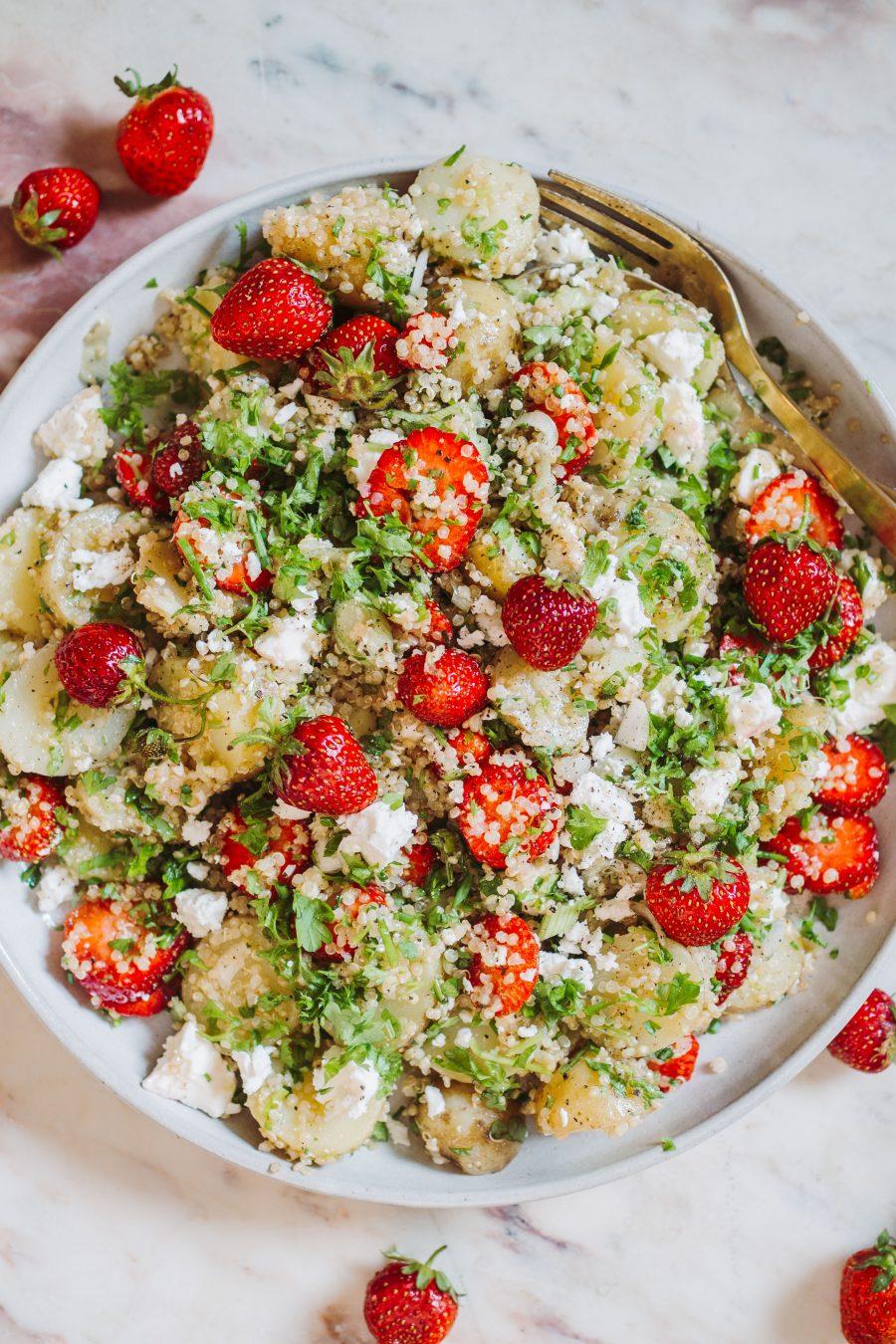 kartoffelsalat med quinoa og jordbær